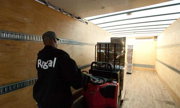 loading-delivery-regal-2